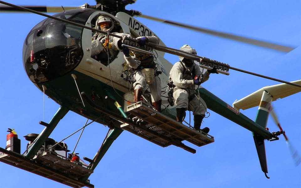 Airborne utility unit fixes power lines in a helicopter